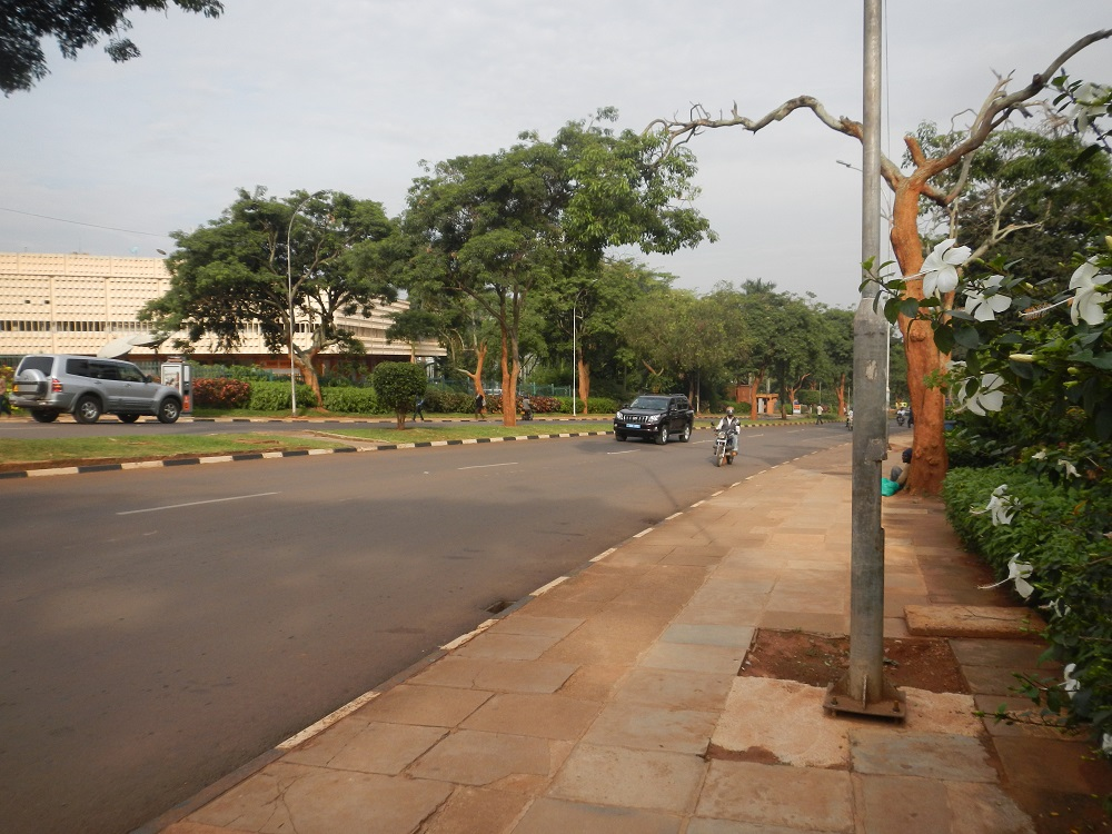 Nice walk on Nile Ave, Kampala to the mall.